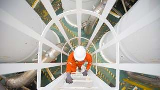 UK oil contractors report rising green demand