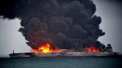 Burning oil tanker sinks off China