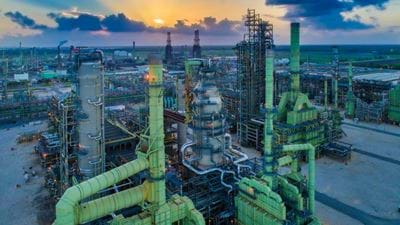 Marathon Andeavor tie-up will create largest US refiner
