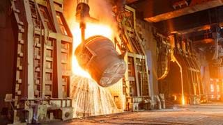 Recycling carbon dioxide in steel production