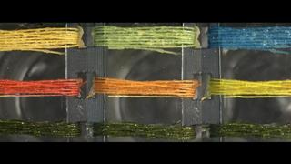 Threads that change colour in response to certain gases